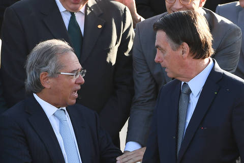 Brazilian President Jair Bolsonaro (R) and his Finance Minister Paulo Guedes speak during the Brazilian flag hoisting ceremony at the Alvorada Palace in Brasilia on May 21, 2019. (Photo by EVARISTO SA / AFP) ORG XMIT: ESA485