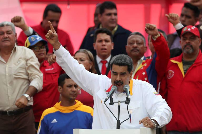 O ditador da Venezuela, Nicolás Maduro, fala a apoiadores na segunda (20)