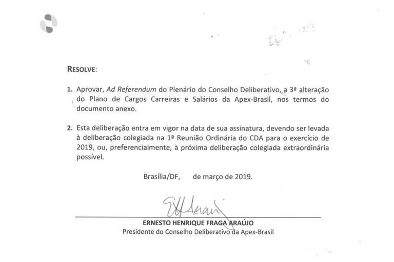 Documento assinado pelo chanceler Ernesto Araújo para alterar regras de contratação da Apex