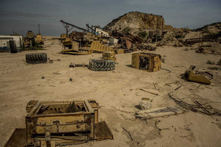 An abandoned stone quarry on Toas Island in Venezuela, May 6, 2019. The four stone quarries that are the island?s only industry have been idle since robbers stole all power cables connecting them to the grid last year. (Meridith Kohut/The New York Times)