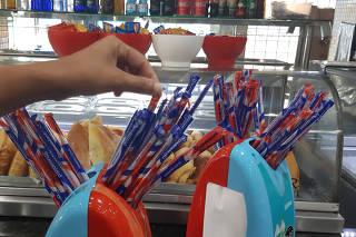 PREFEITURA PROIBE CANUDOS PLASTICOS NA CIDADE