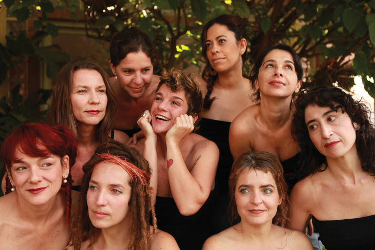 nove mulheres