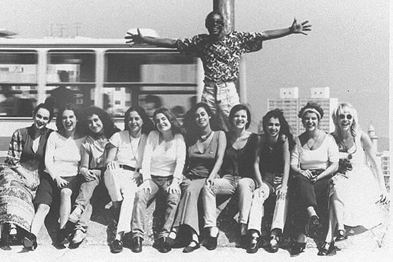 Cantor Itamar Assumpção e a banda Orquídeas do Brasil em 1994