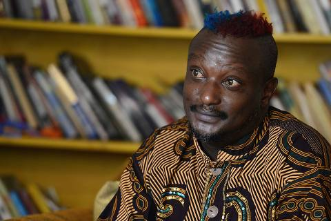 (FILES) In this file photo taken on January 27, 2014 Kenyan author Binyavanga Wainaina looks on during an interview with the AFP, in Nairobi. - Internationally-renowned Kenyan writer Binyavanga Wainaina, whose high-profile coming out in a country that criminalises homosexuality made him an icon for gay rights across Africa, has died aged 48, his publishing house said on May 22, 2019. He died just days before Kenya's High Court was expected to deliver a long-awaited ruling on whether to abolish colonial-era anti-gay laws. (Photo by Simon MAINA / AFP) ORG XMIT: KEN03