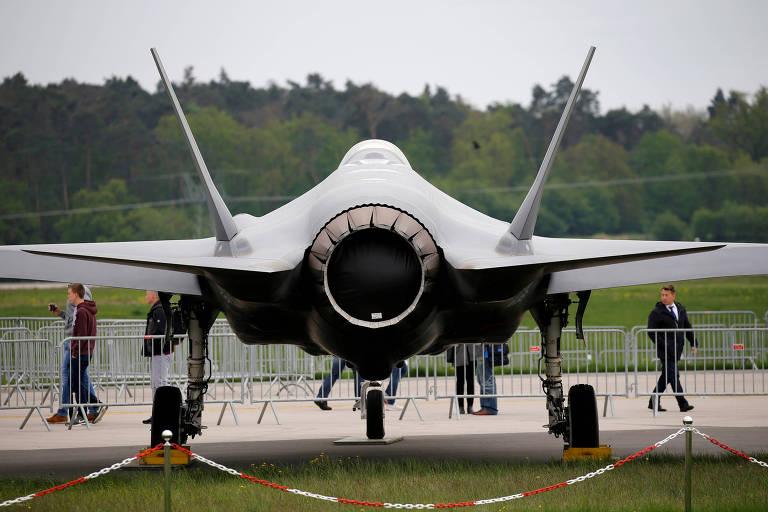 Vista traseira de um F-35, avião cujo fornecimento à Turquia está ameaçado