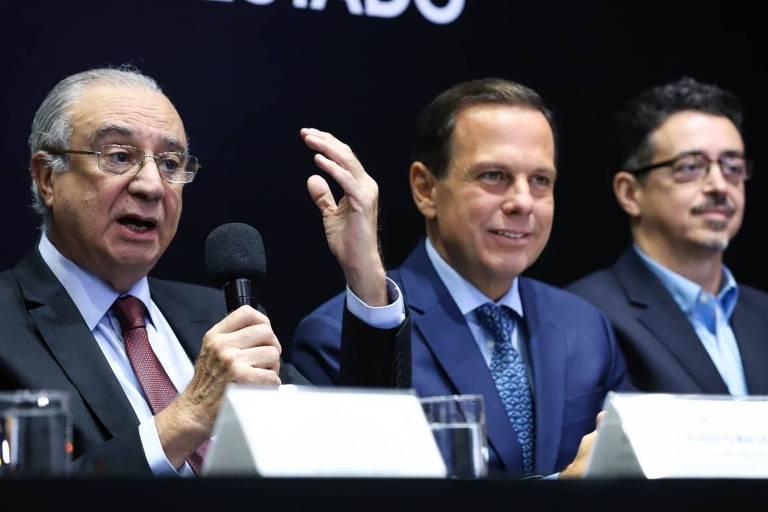 O presidente da Fundação Padre Anchieta José Roberto Maluf ao lado do governador João Doria e do secretário de cultura Sergio Sá Leitão