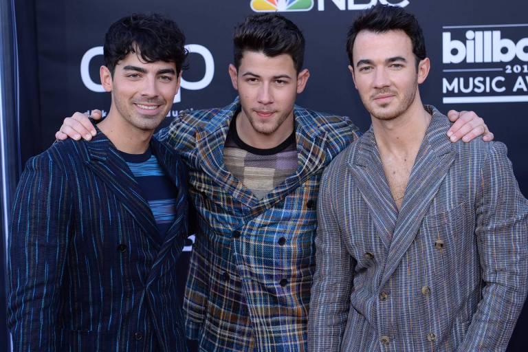 Os irmãos Joe, Nick e Kevin, do Jonas Brothers, durante Billboard Music Awards, em Las Vegas