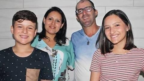 Da esq. p/ a dir.: Felipe, Débora Muniz, Fabiano de Souza e Carol, que morreram após vazamento de gás no Chile ORG XMIT: 9QHsjfo0InNzSKrvGa3e