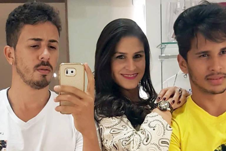 Carlinhos Maia e Lucas Guimarães ao lado da arquiteta Dalila Cabral