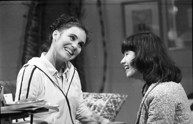 Regina Duarte em cena de Malu Mulher com a filha Elisa, interpretada pela atriz Narjara Turetta