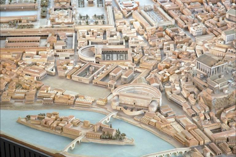 Maquete recria Roma do século 4 d.C.