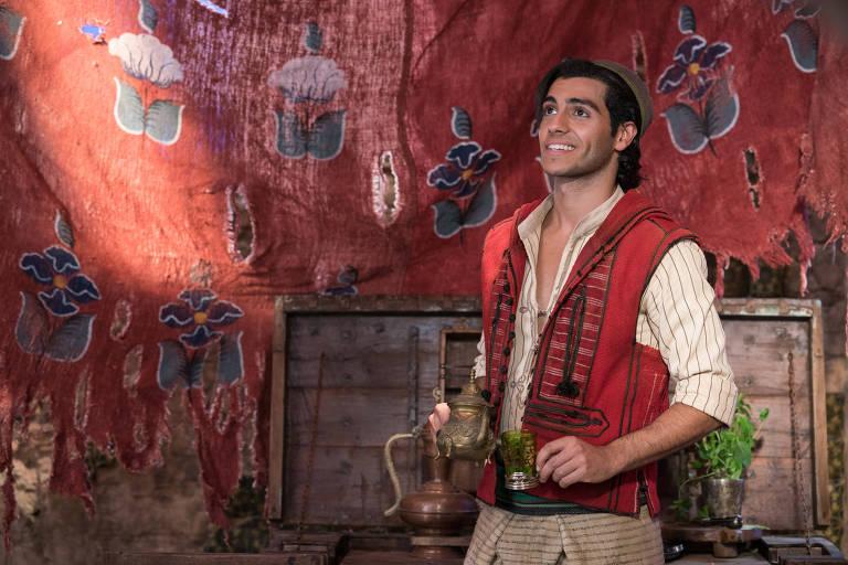 Mena Massoud como Aladdin