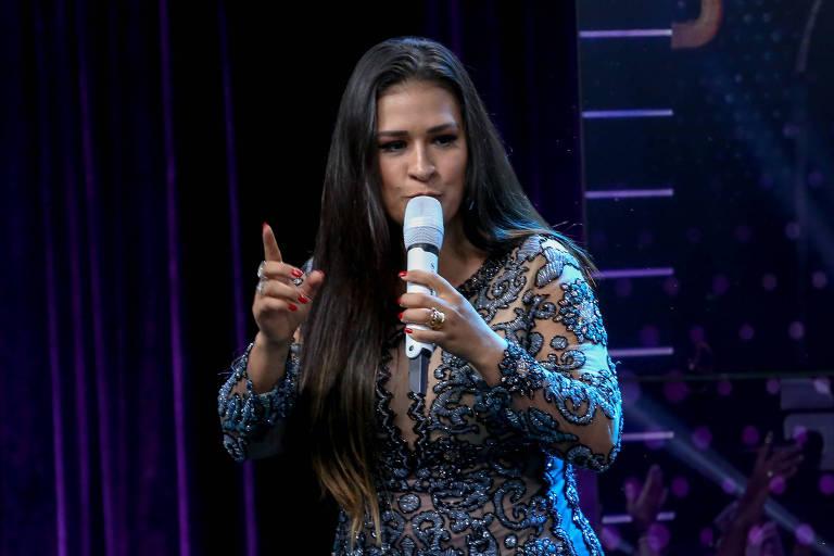 Simone, da dupla sertaneja Simone e Simaria, durante lançamento de DVD 'Aperte o Play'