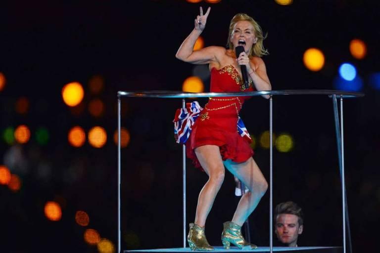 Geri Halliwell durante a apresentação das Spice Girls nos jogos olímpicos de Londres