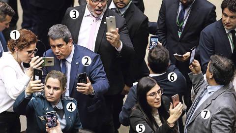 BRASILIA, DF,  BRASIL,  22-05-2019, 20h00: Deputados do PSL fazem lives em redes sociais durante a votaÁão do destaque que retira do ministÈrio da JustiÁa o COAF. Plen·rio da câmara dos deputados durante votaÁão da medida provisÛria 870, que define a organizaÁão administrativa e dos ministÈrios do governo Bolsonaro. O presidente da câmara deputado Rodrigo Maia (DEM-RJ) preside os trabalhos. (Foto: Pedro Ladeira/Folhapress, PODER) ORG XMIT: AGEN1905222103474455