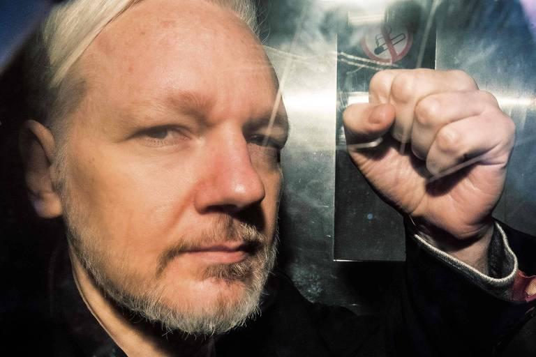 Resultado de imagem para assange
