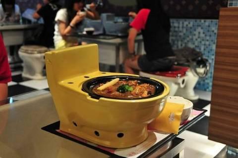 Restaurante com temática escatológica Modern Toilet, em Taipei (Taiwan)