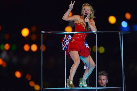 ORG XMIT: HDB2282 Spice Girls Geri Halliwell performs at the Olympic stadium during the closing ceremony of the 2012 London Olympic Games in London on August 12, 2012. Rio de Janeiro will host the 2016 Olympic Games.     AFP PHOTO/ JEWEL SAMAD