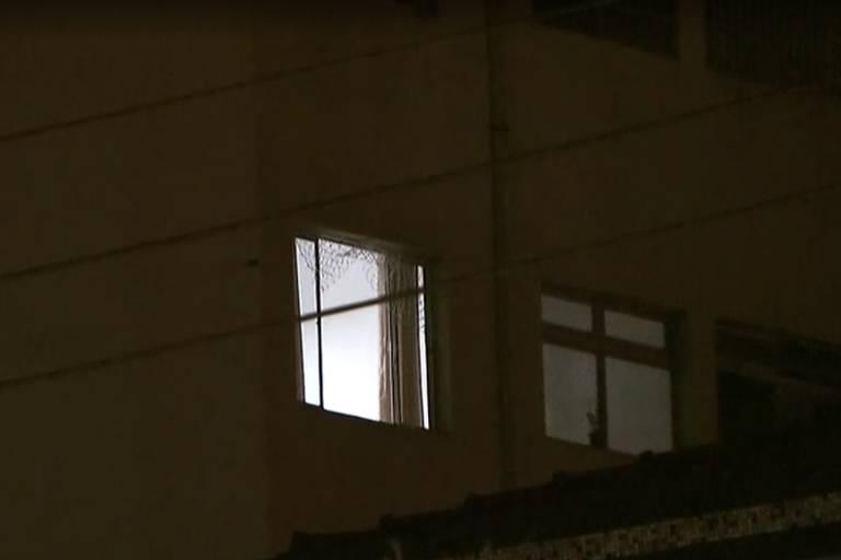 Janela aberta de apartamento onde criança morava na zona oeste de SP