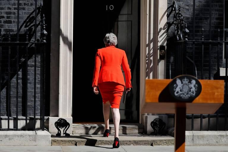 A primeira-ministra britânica, Theresa May, retorna para a residência oficial após seu discurso