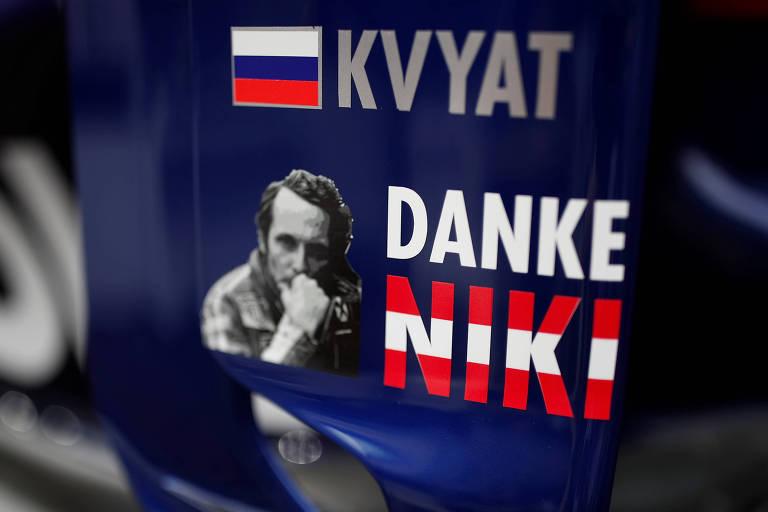 O carro do russo Daniil Kvyat, da Toro Rosso, ganhou a foto do austríaco para a corrida em Mônaco