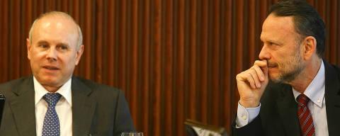 BRASILIA,DF, BRASIL,  15-06-2012:  Min. Guido Mantega com o presidente do BNDES, Luciano Coutinho - A presidente Dilma Rousseff convidou todos os 27 governadores para uma reunião nesta sexta-feira (15), no Palácio do Planalto. Dilma deverá discutir aumento do investimento nos estados. (Foto: Sergio Lima/Folhapress, PODER)