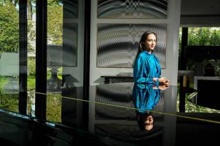 A colecionadora de arte Jessica Cinel em sua casa, em São PaulO