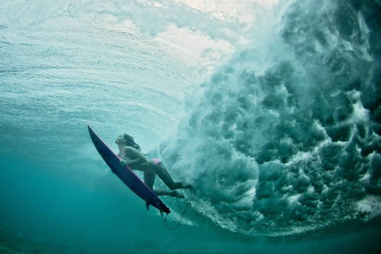 A surfista Maya Gabeira no Havaí