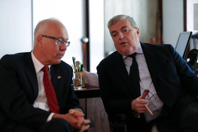 Os embaixadores da Alemanha, Georg Witschel, e da França, Michel Miraillet, no gabinete da Embaixada da França em Brasília