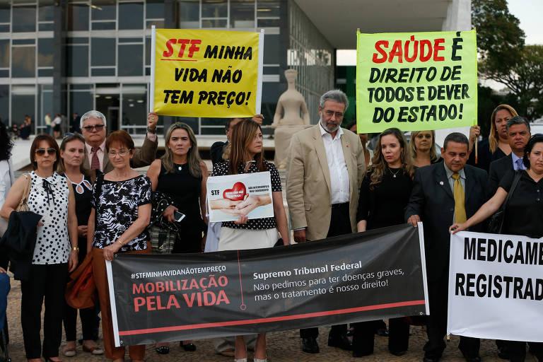 Pacientes portadores de doenças raras e parentes fazem protesto em Brasília (Foto: Pedro Ladeira/Folhapress, PODER)