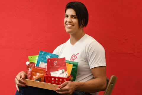 SÃO PAULO / SÃO PAULO / BRASIL -23 /05/19 - :00h - Aline Nitro, a gerente de marketing da Liv Up, startup que vende comidas saudáveis congeladas, além de castanhas para lanche e pasta de castanhas. O serviço funciona por assinatura.  ( Foto: Karime Xavier / Folhapress) . ***EXCLUSIVO***Sup. Especiais