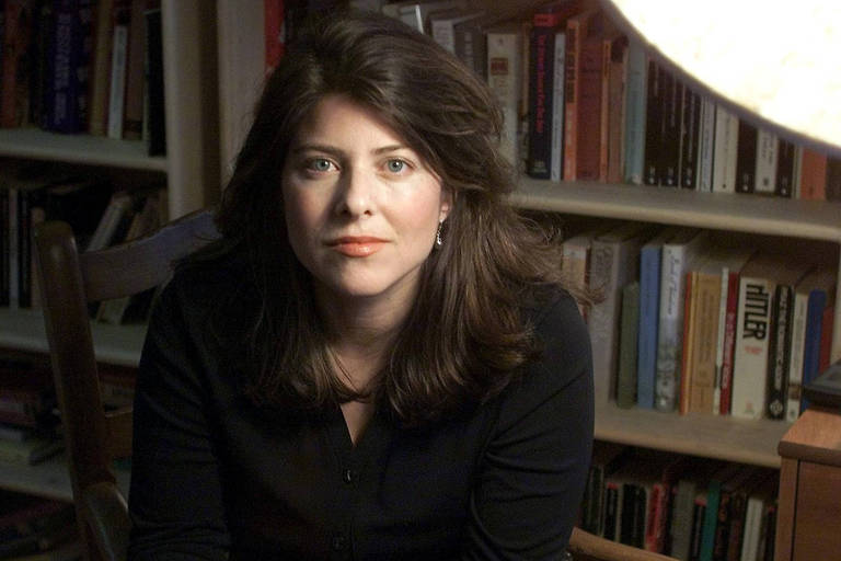 A escritora americana Naomi Wolf, posa para foto em seu escritório, durante entrevista, em Nova York, em 2013