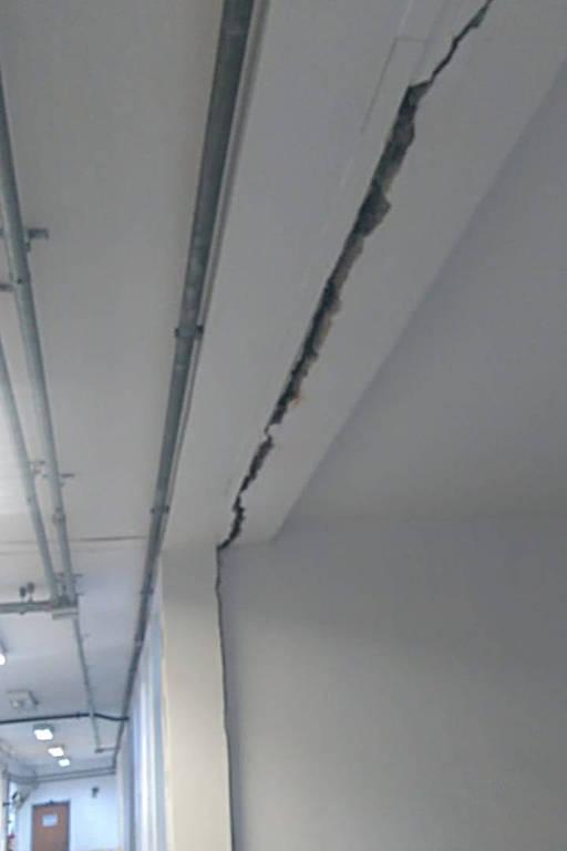 Rachadura no teto do fórum de Cubatão, na baixada santista