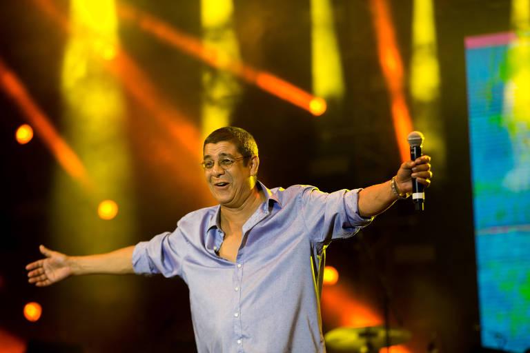 Zeca Pagodinho se apresentando em show que homenageou o aniversario de 450 anos da cidade do Rio de Janeiro