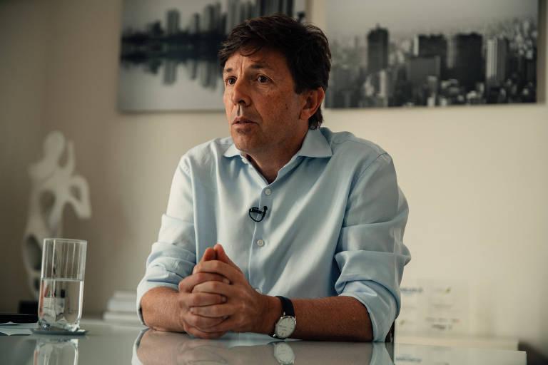 O presidente do Novo, João Amoêdo, durante entrevista à Folha