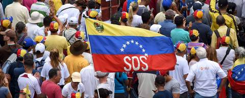 Supporters of Venezuelan opposition leader and self-proclaimed interim president Juan Guaido attend a rally in Caracas on May 11, 2019. - Venezuela braced Saturday for another day of nationwide protests after President Nicolas Maduro clamped down further on opposition leader Juan Guaido, locking up his deputy in a military prison following a dramatic arrest. (Photo by YURI CORTEZ / AFP)