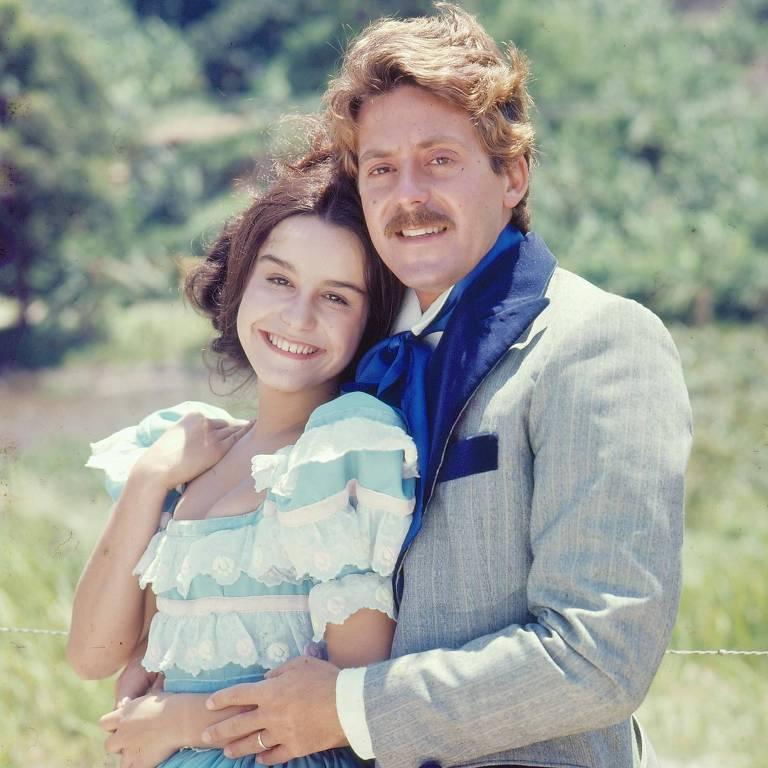 """A atriz Lucélia Santos e o ator Edwin Luisi em cena da novela """"A Escrava Isaura"""", de 1976"""