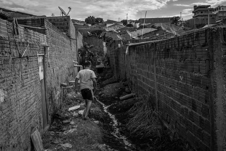 Esgoto a céu aberto na cidade de São José de Caiana, na Paraíba