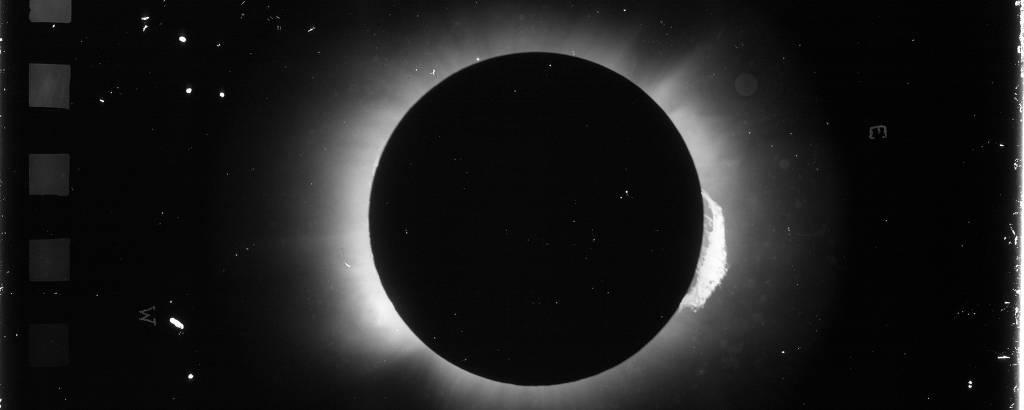 Uma das chapas fotográficas do eclipse solar em 1919, obtidas em Sobral, no Ceará