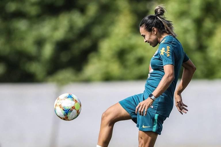 Marta sofre lesão a 15 dias de estreia na Copa
