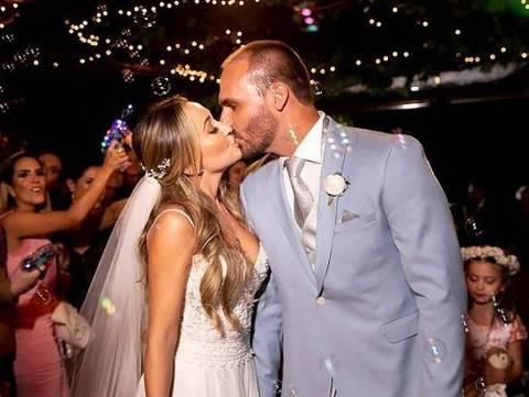 Eduardo Bolsonaro se casa com Heloísa Wolf em cerimônia luxuosa no Rio