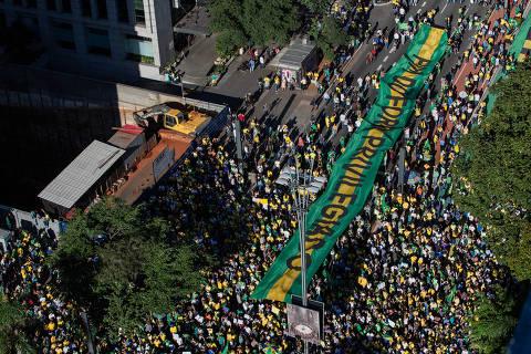 Atos exaltam Moro e Guedes, pais de reformas do governo, e criticam Maia e centrão