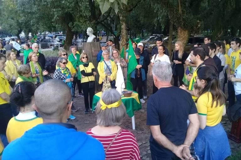 Católicos rezam para o presidente Jair Bolsonaro em Porto Alegre