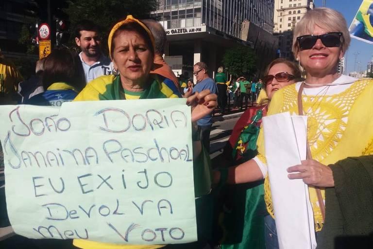 Faixas e cartazes pró-Bolsonaro