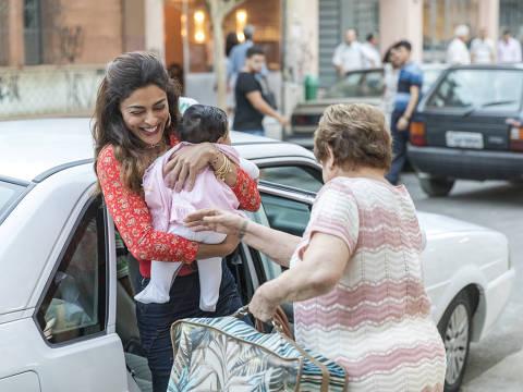 Maria da Paz ( Juliana Paes ) com Josiane Bebê e Marlene ( Suely Franco )