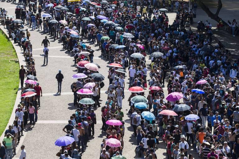 Guedes tem reunião de aproximação com sindicatos e movimentos sociais