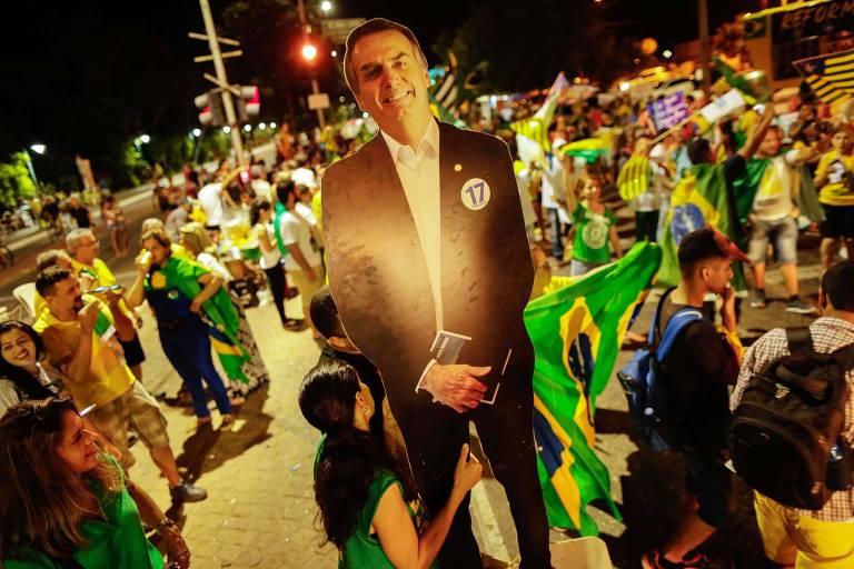 Protesto em apoio ao governo de Jair Bolsonaro na avenida Raul Lopes em Teresina (PI), neste domingo (26)