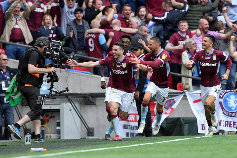 John McGinn comemora o segundo gol do Aston Villa em Wembley