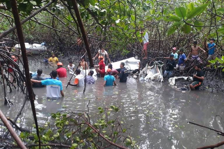 Imagens do acidente de avião de Gabriel Diniz