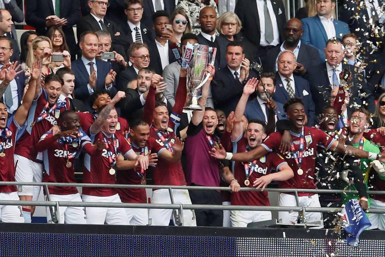 Aston Villa vence jogo dos R$ 870 milhões e volta à Premier League